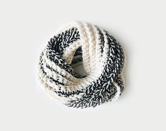 Infinity Scarf, Chunky Knit ⨯ The Léogâne ⨯ in BLACK / WHITE