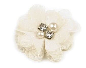 Ivory veil with Rhinestones and pearls diameter 5 cm heart flower