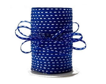 Grosgrain 3 mm blue stitching in the Center