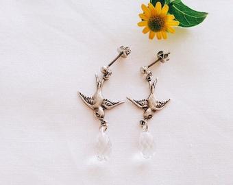 Boucles d'oreilles oiseaux hirondelle antique argentée goutte en cristal swarovski