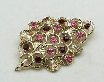 Vintage 50s Coro Gold Tone Leaf Brooch Pin with Red & Pink Rhinestones