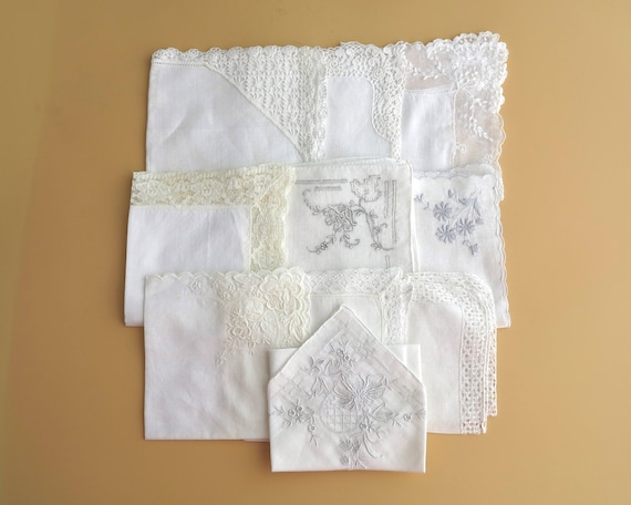 10 embroidered and lace white handkerchiefs, each different, fine linen, circa mid 20th century