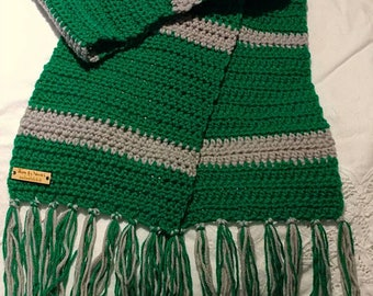 Wizard House inspired scarf. Griffindor, Hufflepuff, Slytherin, Ravenclaw color options available. Handmade scarf