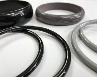 Black & Gray Plastic Bangles, Fall Colors Bangle Bracelets, Retro Accessories, Vintage Bracelets, Vintage Plastic Slim Bangles - Gray