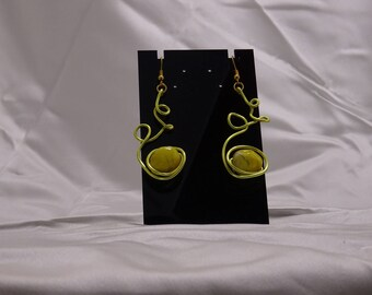 Pearl and aluminum wire earring
