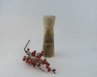 Spices and pepper mill in Negundo Maple , Colosse style with rod mecanisme / 7 3/4in Iteme no: 514