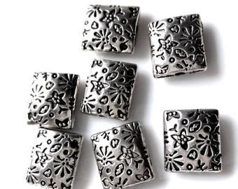 Pack of 5 flat beads In etched silver metal flowers