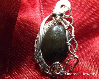 Wire Wrapped Labradorite Pendant.