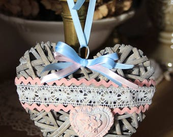 Natural Interior - Wicker heart charm and elegance - style shabby chic