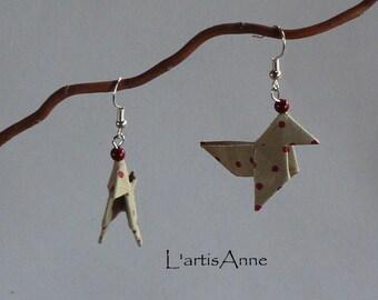 Boucles d'oreilles Origami Cocottes Beiges Petits Pois Blancs.