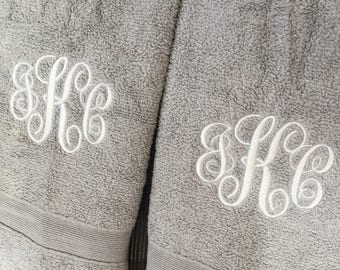 Christmas gift Monogrammed Towel Set Bath Towel personalized towel set great for wedding gift housewarming christmas gift home decor