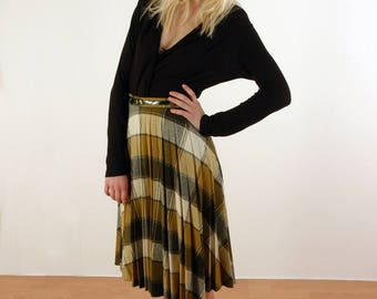 Cute little plaid skirt from the 1970s by C&A