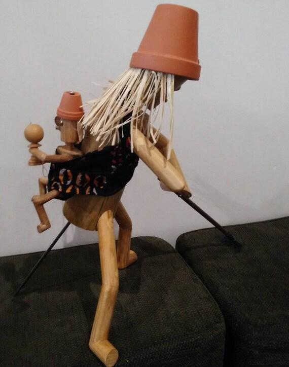 La m re porteuse petit bonhomme en bois le penseur de - Mere porteuse en france ...