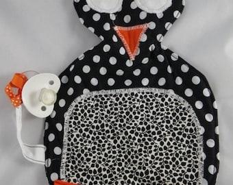 Tetine003 - Penguin black and orange pacifier