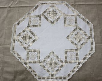 Doily Center table