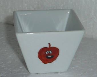 Coupelles carrées en porcelaine décorée de » fruits »