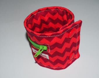 Wrist bag, wallet red Chevron pattern