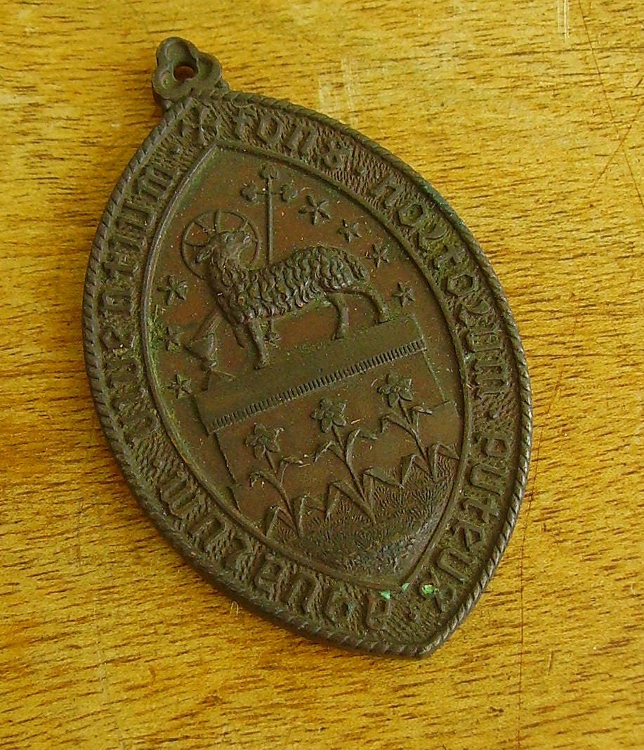 patron religious catholic medallion saint charm st anne vintage pin medal housewife french