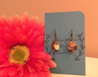 Kelly - Circle shell cut-out dabgle earrings on brass coated hooks