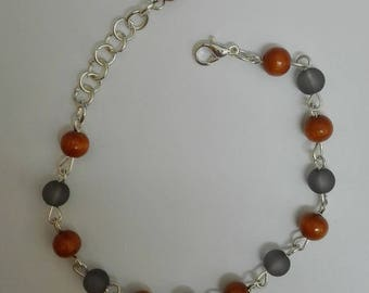 Silver bracelet - grey beads and wood 21 cm