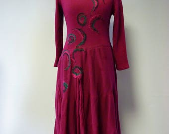 Exceptional folk fuchsia dress with artsy felted decoration, M size. Made of soft cotton. Only one sample.
