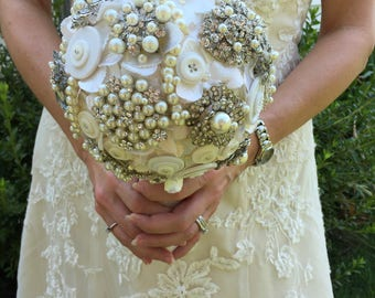 Pearl Brooch Bouquet - Pearl Bridal Bouquet - Pearl Bouquet - Hydrangea Brooch Bouquet - Pearl Button Bouquet - Keepsake Bouquet - Heirloom