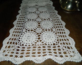 Table runner, large antique doily. Dimensions 122 cm x 32 cm. Old french .communicate VINTAGE doily