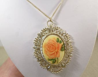 Beautiful Vintage Gold Tone Porcelain Rose Flower Cameo Style Pendant Necklace  DL# 4585