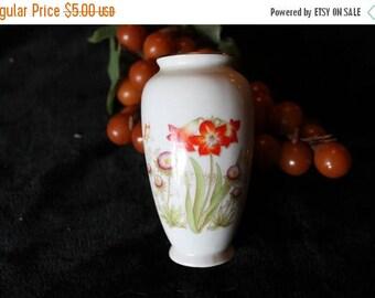 Summer Sun Sale Porcelain Bud Vase with Flower Design