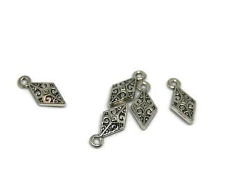 Diamond engraved silver-plated 16x8mm 3 charms