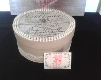 Round box grey with pearls and lace