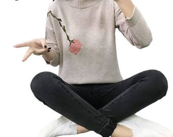 Slim Rose Embroidered O-Neck Sweater