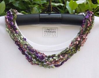 Crochet Ladder Yarn Necklace, Faded Flowers