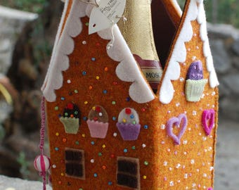 Gingerbread house, felt gingerbread house, christmas centrepiece, bottle holder, centrotavola natalizio in feltro, handmade in Italy