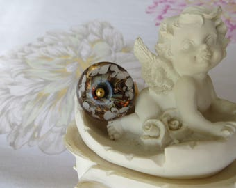 RING with a creator of art glass bead filled and white flowers