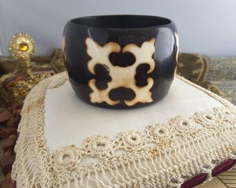 Dark Chocolate Brown and Cream Fleur de Lys Pattern Wide Plastic Bangle