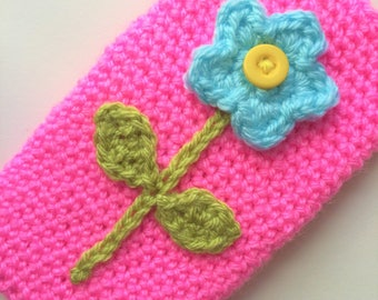 Phone sleeve with earbuds pocket / crochet flower iPhone 8 pouch / iPhone 7 sleeve / crocheted iPhone 6 pouch / iPhone 6s sleeve.