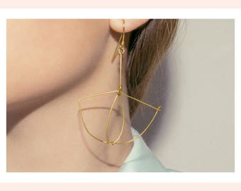 Gold plated earrings. Light and geometric. Offered delivery.