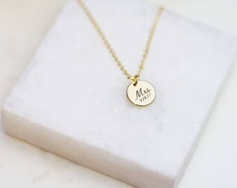 Customized Mrs. Wedding date Necklace // Gifts for Bride to be // Bridal shower jewelry gift // Personalized disc necklace