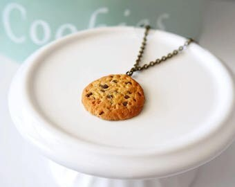 Cookies necklace and chocolate chips in polymer clay