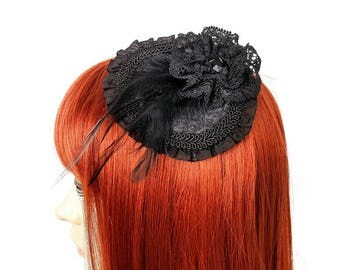 Gothic Fascinator with lace, feathers and ruffles