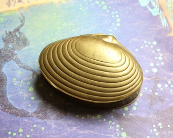 Vintage India Clam Shell Trinket Box // Made in India // Mid Century Jewelry Box // Brass Clam // Beach Decor // Table Decor