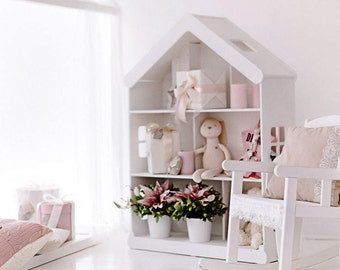 Dollhouse with fireplace