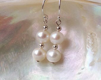 Pearl wedding earrings, white freshwater pearl earrings, delicate pearl bridesmaid earrings, genuine pearl post earring, silver gold jewelry