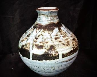 A super, rustic earthenware pot
