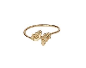 June ring - Beautiful thin gold flowery ring