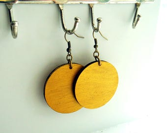 Metallic Gold Bamboo Lightweight Circle earrings / Wood Disc earring / inspired by Joanna Gaines fixer upper / sustainable bamboo wood
