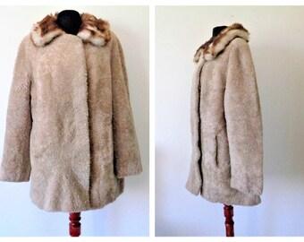 Beige Sheep Fur Coat, Vintage German Coat, Brühlpelz Leipzig, fur wool sheep, Pelt sheep coat, Furring Sheepskin coat, Pelage sheep, L / XL