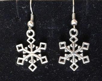 Color: Silver snowflake earrings