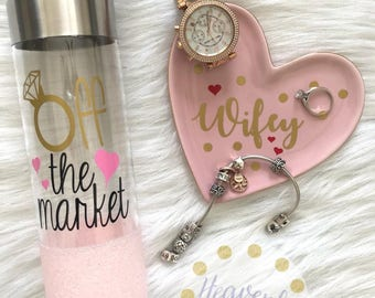 Off the Market Diamond Ring Glitter Mason Jar Tumbler // Glitter Tumbler // Glitter Glass // Engagement Gift // Wedding Gift //Bridal Shower